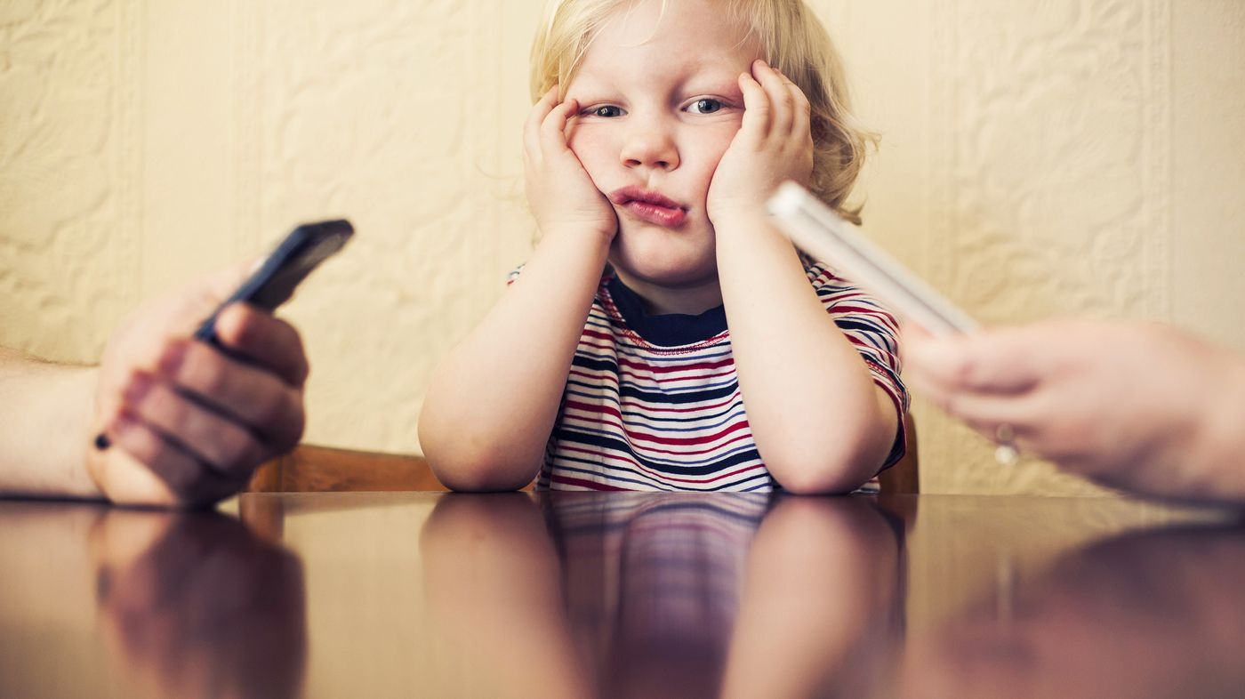 How Your Smartphone Addiction Affects Your Kid